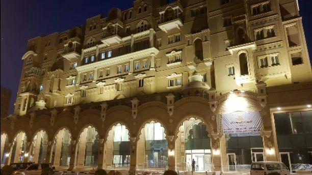 للبيع محلات ارضيه على الشارع في شارع بيروت التجاري