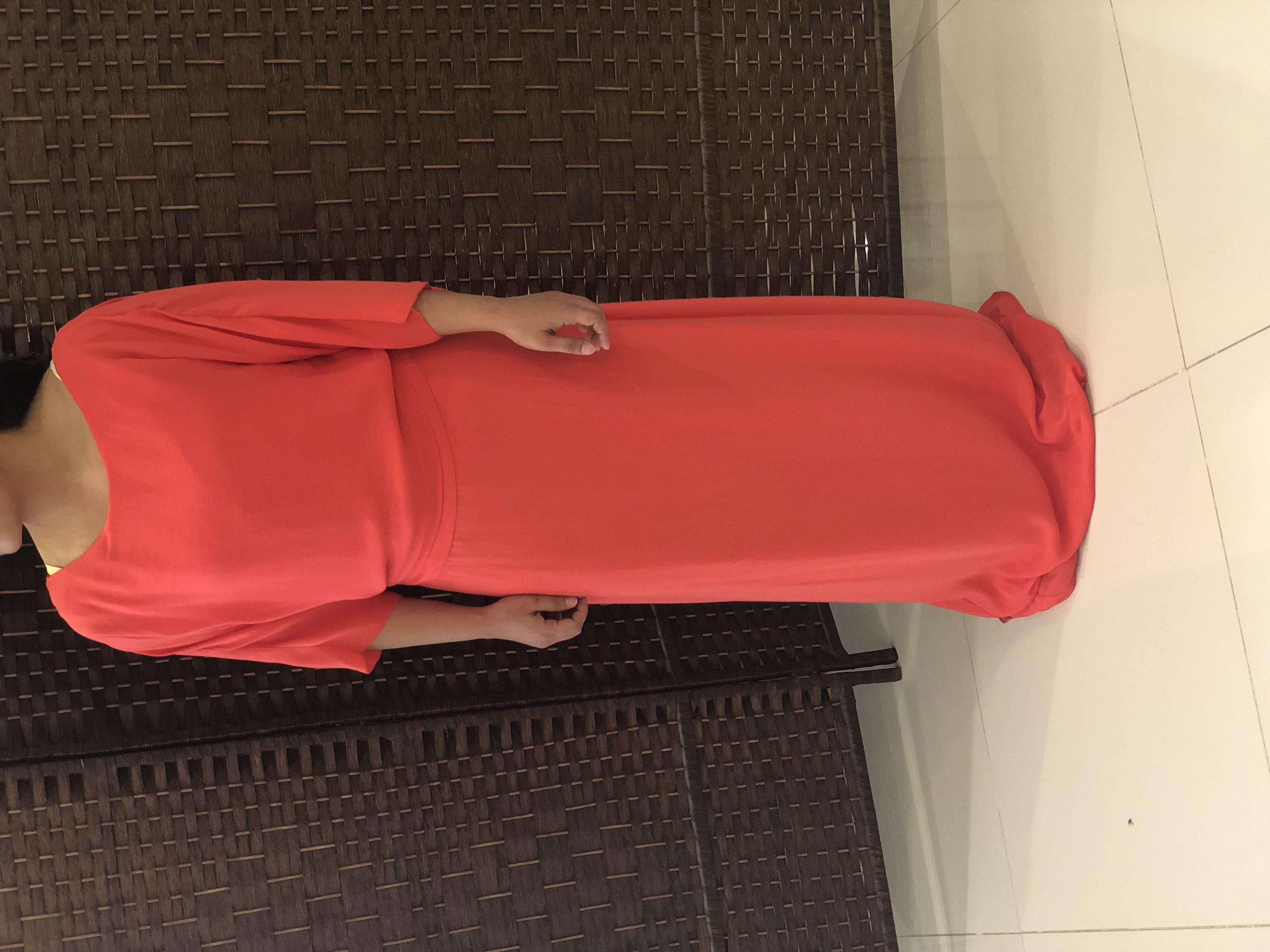 فستان راقي لبسه واحدة