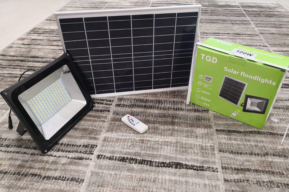 للبيع كشافات طاقة شمسية 100 وات
