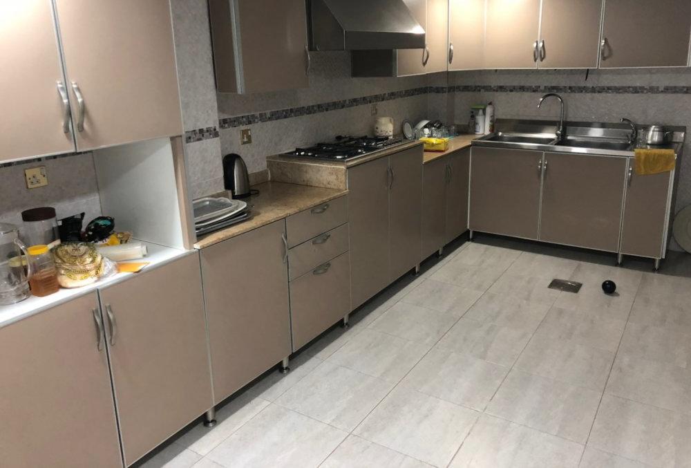 للبيع مطبخ مخلي نظيف جدا